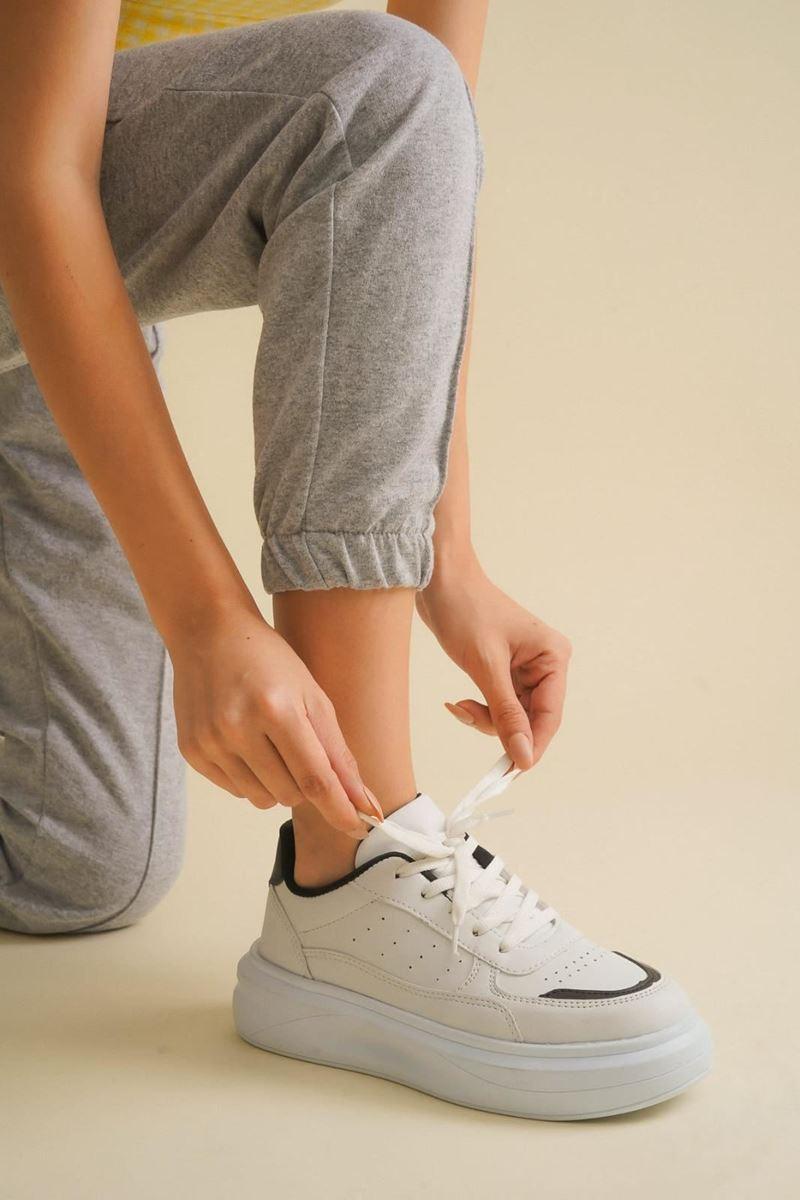 Pilla Beyaz Siyah Kadın Ayakkabı resmi