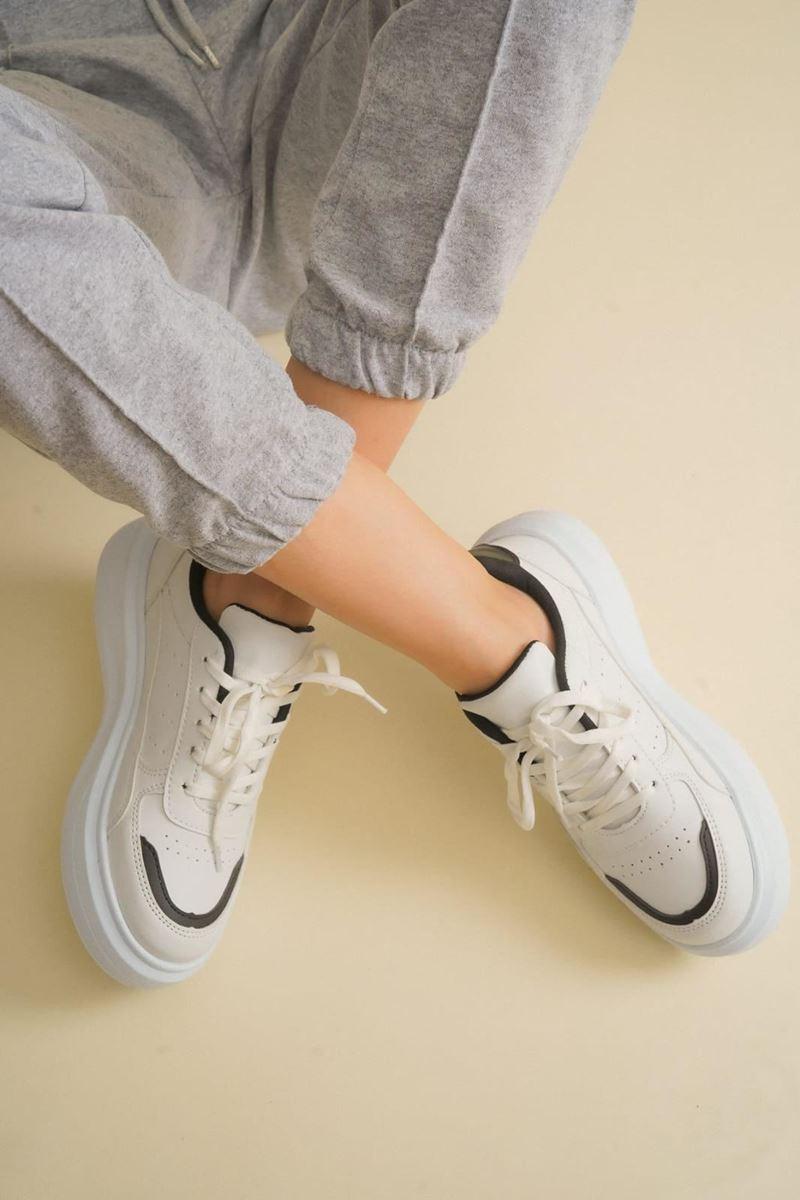 Pilla Siyah Beyaz Kadın Ayakkabı resmi