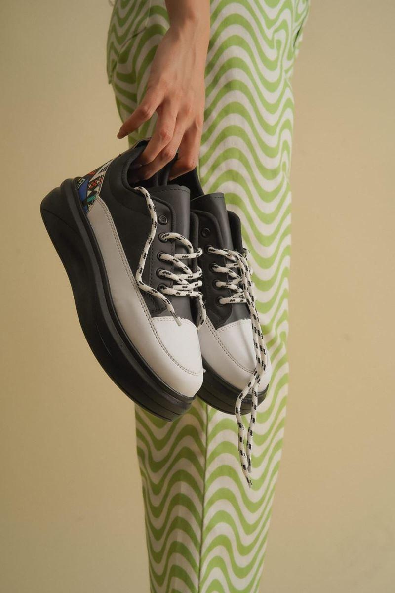 Picture of Pilla Siyah Beyaz Kadın Ayakkabı