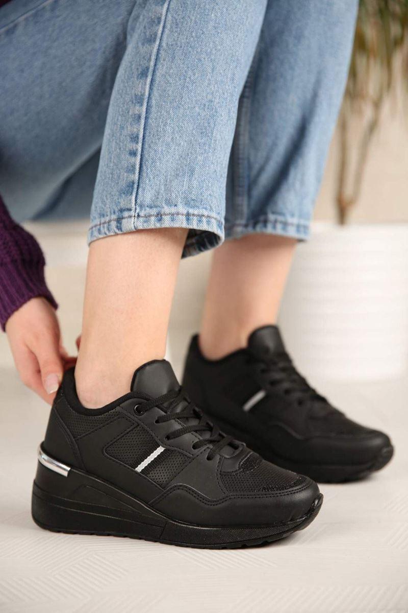Pilla Siyah Beyaz Şeritli Kadın Ayakkabı resmi
