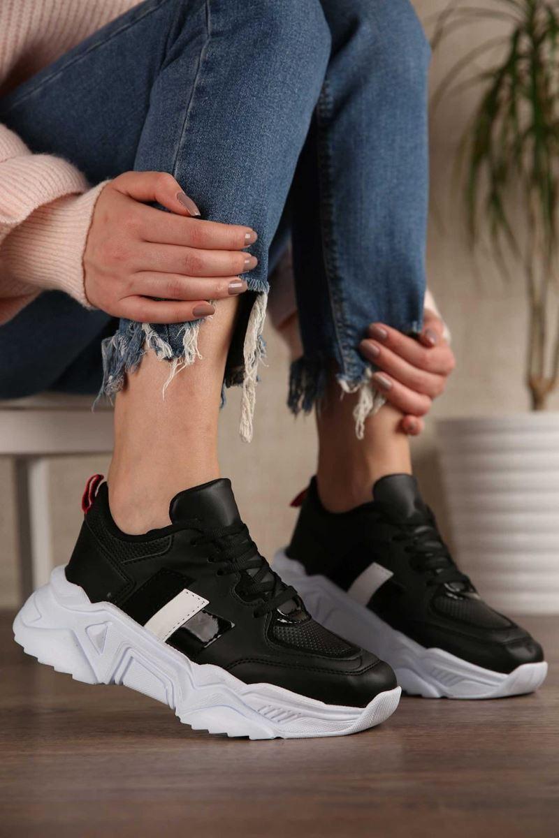 Pilla Siyah Beyaz Şerit Kadın Ayakkabı resmi
