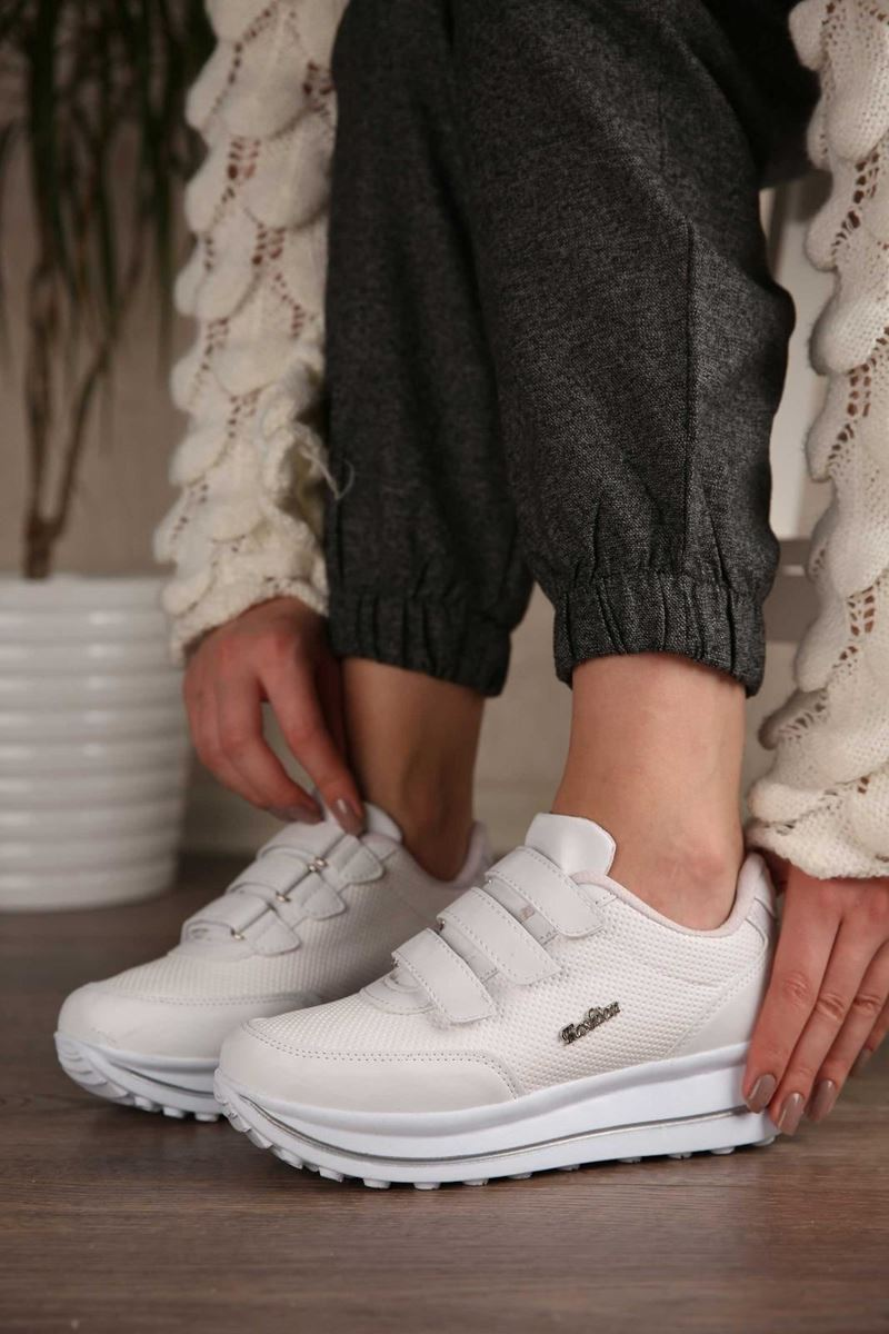 Pilla Beyaz Cırt Cırtlı Kadın Ayakkabı resmi