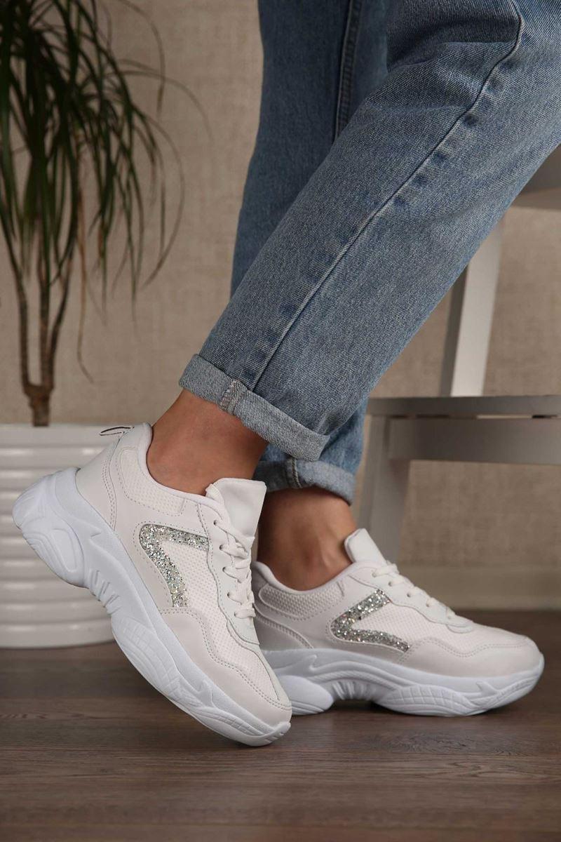 Pilla Beyaz Şeritli Kadın Ayakkabı resmi